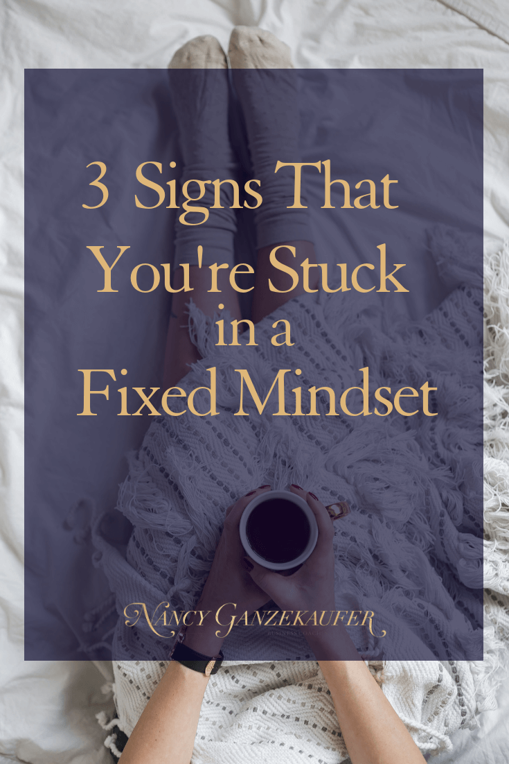 Signs that you're stuck in a fixed mindset that you need to recognize and be willing to change to achieve a growth mindset for business success. #interiordesignbusiness #interiordesignbusinessblog #interiordesignbusinesscoach #interiordesignerbusinesscoach #businesscoachinteriordesign #interiordesignerbusinessblog