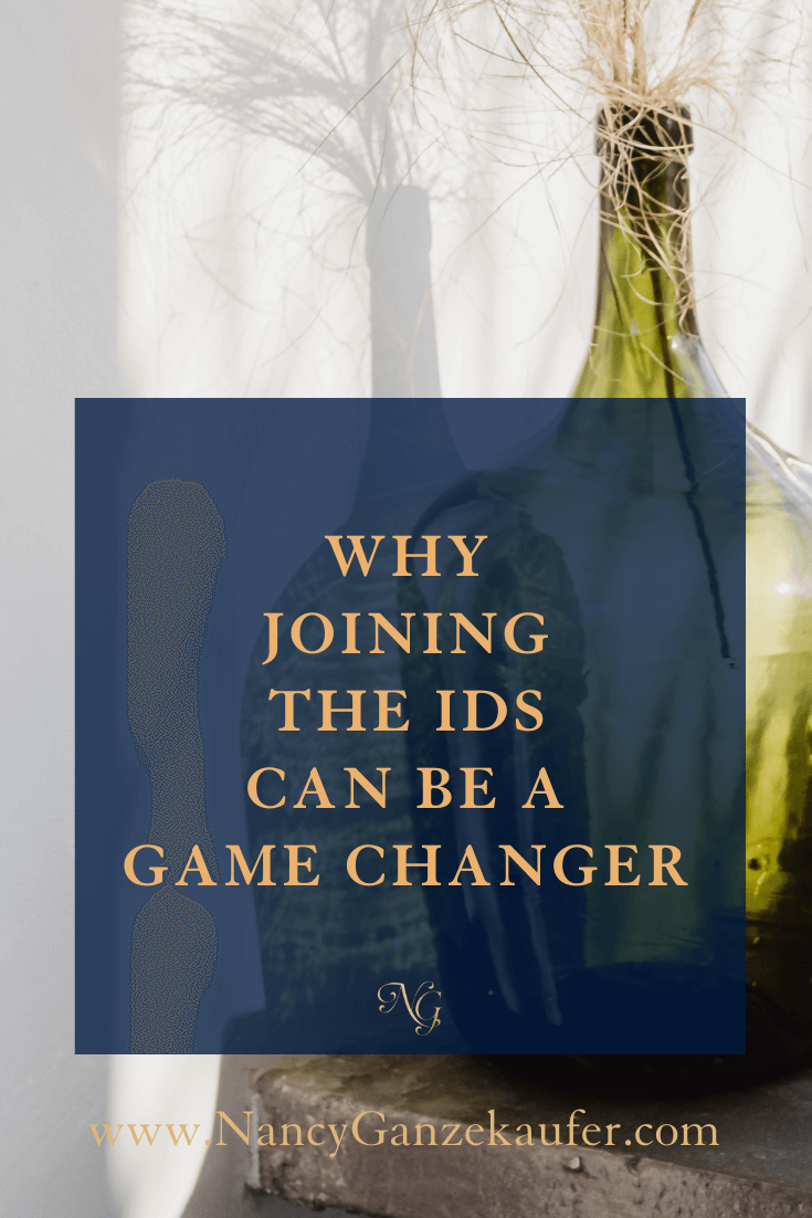 Reasons why joining the interior design society can help a designer.